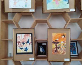 """Выставка детского творчества """"Люди и птицы"""""""